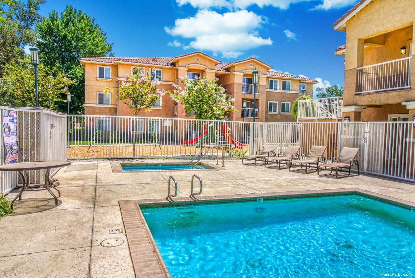 Summerset Apartments-Arvin-California on Rentfit.com