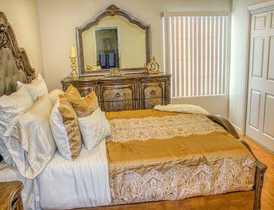 Huntington Palace Beautiful 2 bedroom Fresno 8