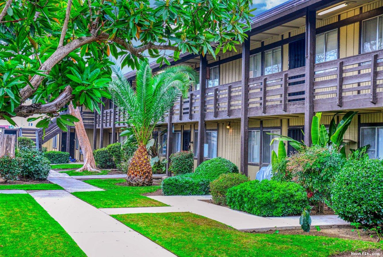 Le Fontaine Apartments  Fresno 1