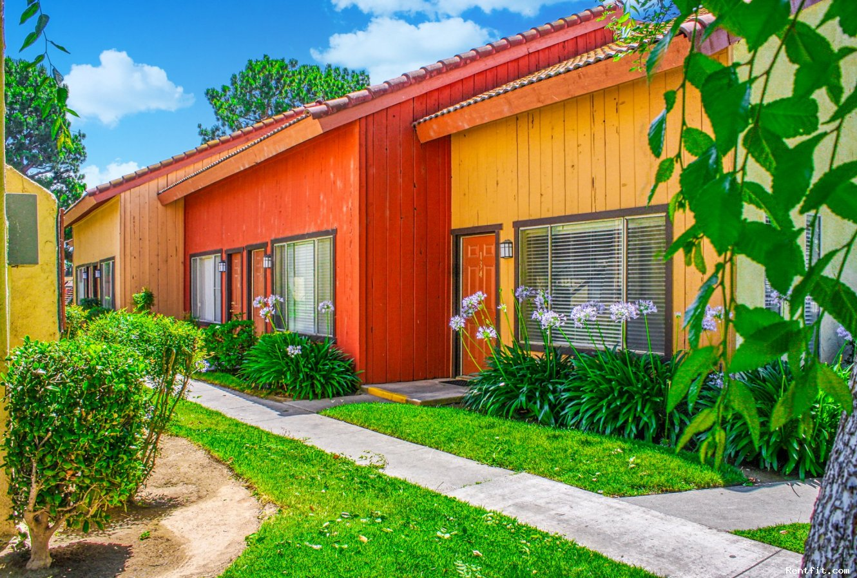 Sunburst Apartments  Fresno 1