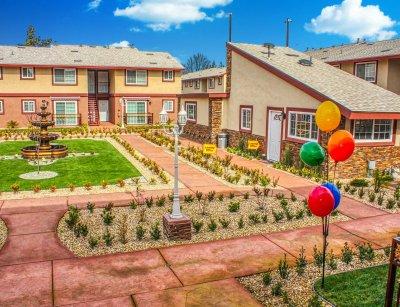 Huntington Palace  Fresno 9